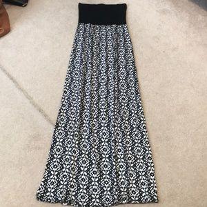 Forever 21 black and white maxi dress